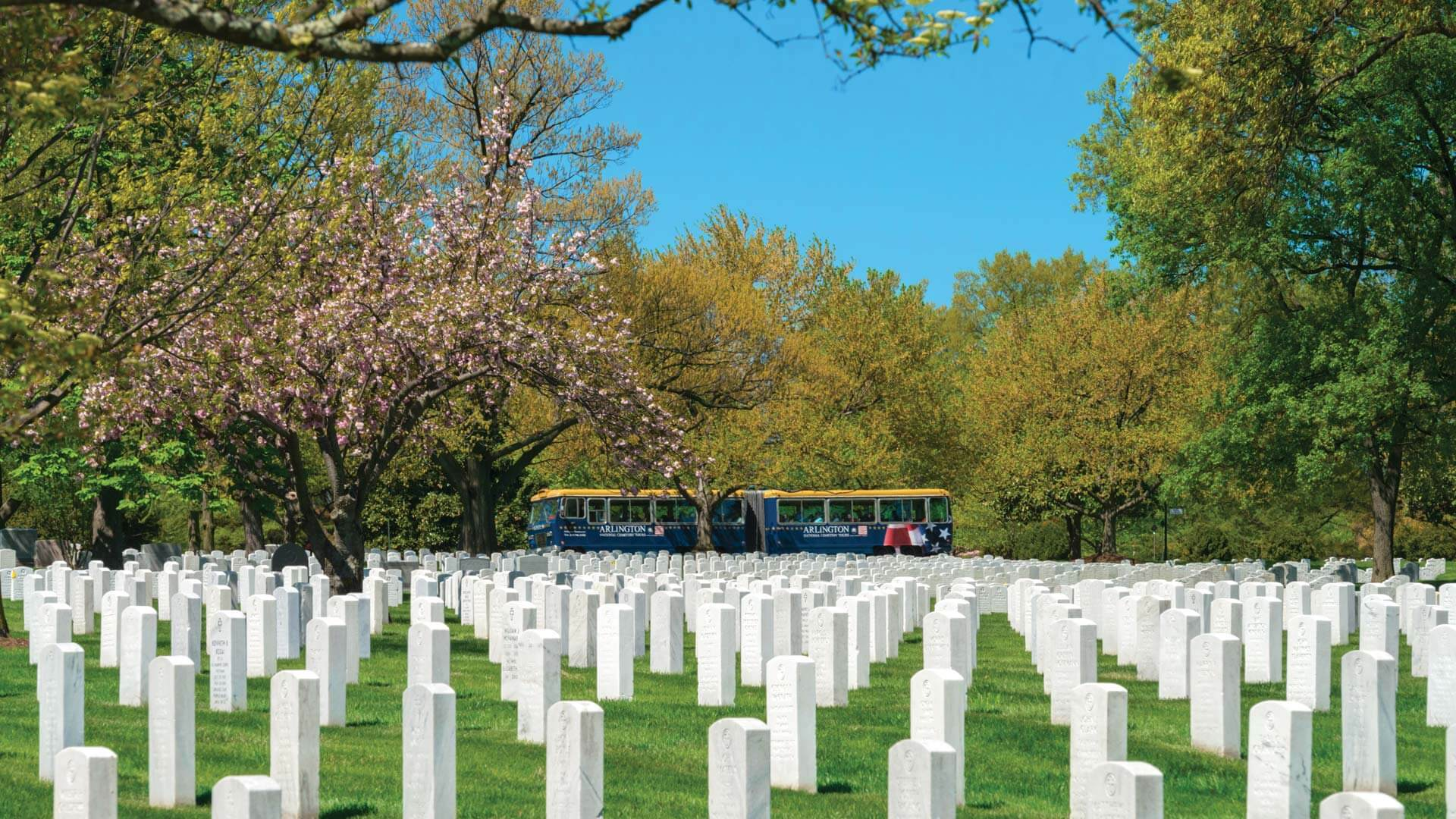 Arlington National Cemetery Trolley touring grounds